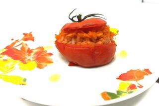 Pomodori ripieni di riso: la ricetta sfiziosa