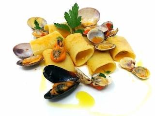 Paccheri ai frutti di mare: la ricetta del primo piatto di grande effetto