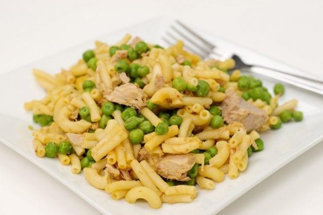 Pasta tonno e piselli la ricetta del primo piatto veloce for Primo piatto veloce