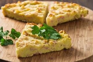 Pizza di patate: la ricetta del tortino dal cuore cremoso e saporito
