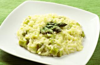 Risotto agli asparagi: la ricetta per farlo cremoso