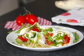 Rotolo di mozzarella farcito: la ricetta dell'antipasto sfizioso e ricco di sapore