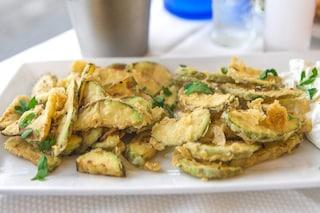 Zucchine fritte in pastella: la ricetta dell'antipasto croccante e sfizioso