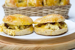 Bagel farcito: la ricetta proteica per una colazione all'americana