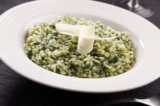 Risotto alle ortiche: la ricetta del primo piatto semplice dal gusto delicato