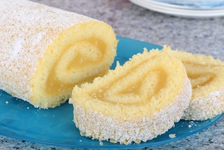 Rotolo al limone: la ricetta del dessert delicato ed elegante per il dopocena