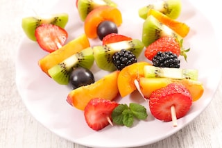 Spiedini di frutta: la ricetta fresca e colorata per un originale fine pasto