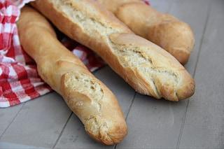 Baguette: la ricetta perfetta per preparare il pane francese croccante
