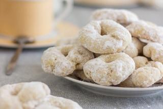 Biscotti al vino: la ricetta delle deliziose ciambelline senza burro né uova