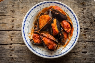 Cozze ripiene: la ricetta del piatto tipico pugliese con il sugo
