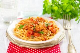 Spaghetti al sugo di tonno: la ricetta del primo piatto facile e veloce
