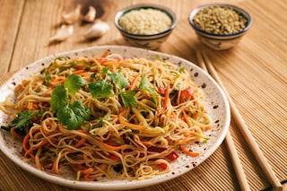 Spaghetti di riso con verdure: la ricetta del primo piatto della cucina asiatica
