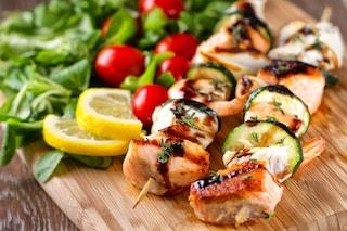 Spiedini di pesce: la ricetta del secondo piatto semplice e appetitoso