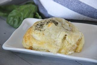 Tomino in crosta di sfoglia: la ricetta dell'antipasto dal cuore morbido