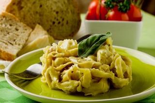 Tortellini burro e salvia: la ricetta del primo piatto gustoso e aromatico