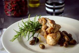 Coniglio alla ligure: la ricetta originale con le olive taggiasche