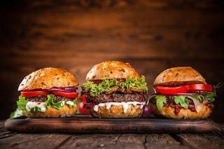 Hamburger all'italiana: la ricetta per preparlo gustoso con ingredienti genuini