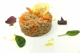Risotto al limone e gamberetti: la ricetta gustosa e delicata