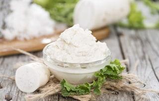 Salsa al cren: la ricetta della salsa forte ideale per i bolliti