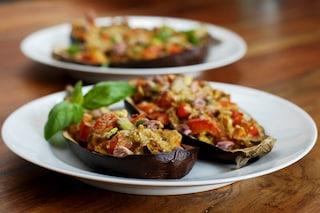 Melanzane ripiene alla napoletana: la ricetta del contorno dal sapore mediterraneo