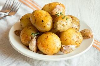 Come cuocere le patate al microonde in modo facile e veloce