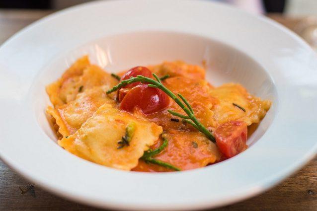 Ravioli di pesce la ricetta del primo piatto raffinato e for Primi piatti pesce