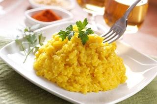 Risotto allo zafferano: la ricetta del primo piatto tipico della tradizione lombarda