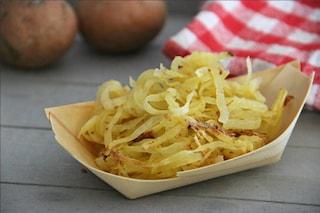 Spaghetti di patate alla paprika: la ricetta di un finger food sfizioso e saporito