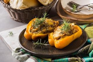 Peperoni ripieni di carne: la ricetta del secondo piatto gustoso e scenografico