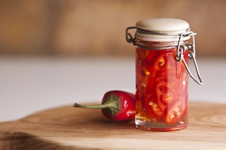 Peperoncini piccanti sott'olio: la ricetta per prepararli croccanti con semplici passaggi