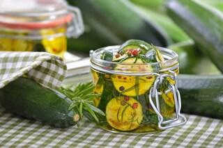 Zucchine sott'olio: la ricetta facile per l'inverno