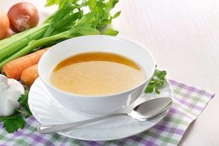 Brodo vegetale: la ricetta di base per insaporire le vostre preparazioni