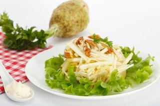 Insalata Waldorf: la ricetta per l'insalata fresca e saporita