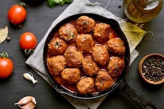 Polpette in umido: la ricetta gustosa e i trucchi per farle morbide in padella