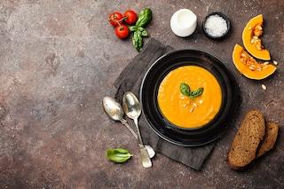 Vellutata di zucca e carote: la ricetta della cremosa facile e veloce da fare