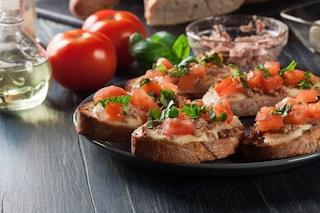 Bruschetta con tonno e cipolle: la ricetta facile da preparare