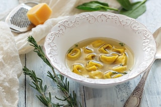 Tortellini in brodo vegetale: la ricetta del primo gustoso