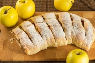 Strudel di mele: la ricetta austriaca con uvetta e pinoli