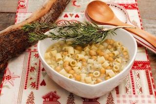 Pasta e ceci in brodo: la ricetta del primo piatto semplice e nutriente