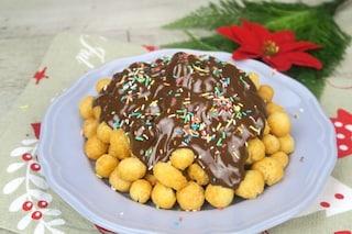 Struffoli al cioccolato: la ricetta con golosa copertura
