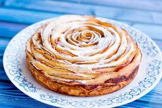 Torta di mele arrotolata: la ricetta squisita e originale con rose
