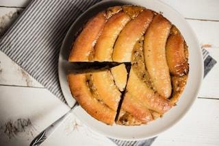 Torta rovesciata alle banane: la ricetta del dolce alla frutta soffice e invitante