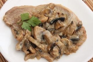 Scaloppine di tacchino ai funghi: la ricetta del secondo cremoso e delicato