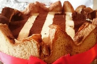 Charlotte di pandoro: la ricetta del dessert veloce e senza cottura