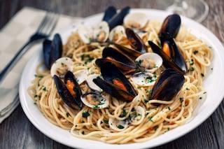 Spaghetti cozze e vongole: la ricetta del primo piatto profumato