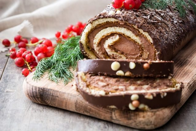 Tronchetto Di Natale Per 6 Persone.Tronchetto Di Natale Con Crema Di Castagne La Ricetta Del Dolce Morbido