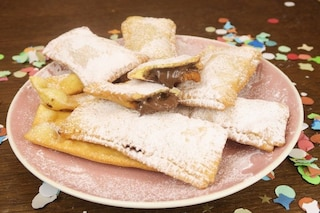 Chiacchiere ripiene di nutella: la ricetta del dolce di Carnevale facile e goloso