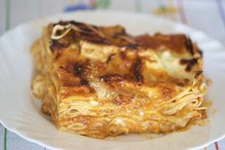 Lasagne al ragù di salsiccia e funghi: la ricetta del primo piatto ricco e saporito