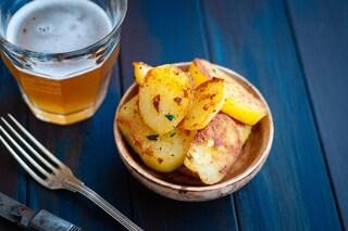 Patate alla birra: la ricetta del contorno croccante e saporito