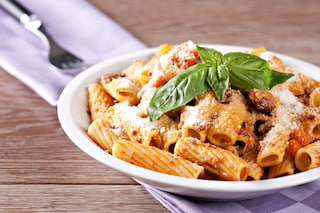 Rigatoni con la salsiccia: la ricetta del primo piatto povero